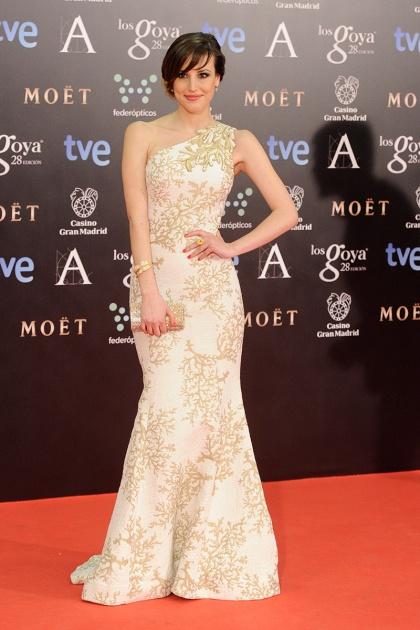 elblogdeanasuero_Premios Goya 2014_Natalia de Molina vestido Andrew Gn asimétrico blanco