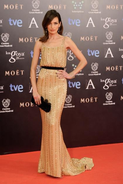 elblogdeanasuero_Premios Goya 2014_Nieves Álvarez vestido Ralph and Russo paillettes dorado
