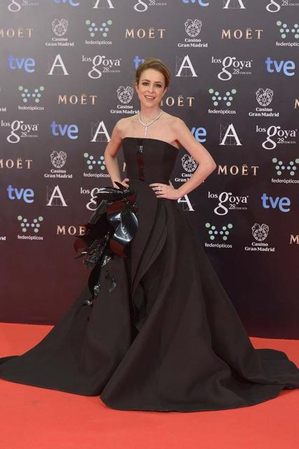 elblogdeanasuero_Premios Goya 2014_Silvia Abascal vestido Stephane Rolland negro volumen