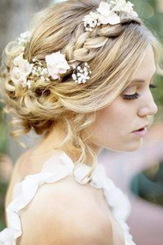 elblogdeanasuero_Tocados de flores_Pinteres recogido con flores blancas
