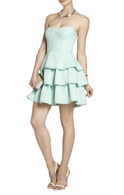 elblogdeanasuero_vestidos cortos bodas primavera 2014_BCBG vestido volantes y corsé verde pastel