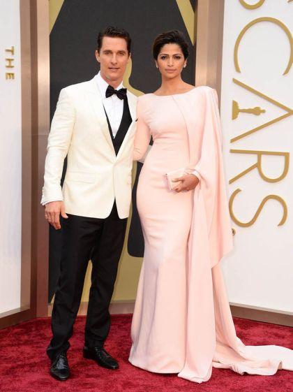 elblogdeanasuero_Oscars 2014_Camila Alves rosa claro capas