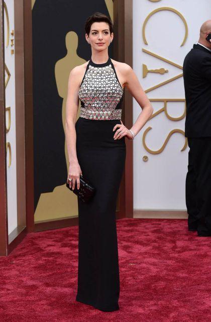 Anne Hathaway_Oscars 2014_Gucci negro pedrería