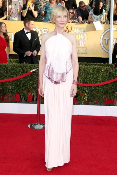elblogdeanasuero_El estilo de Cate Blanchett_Givenchy escote halter