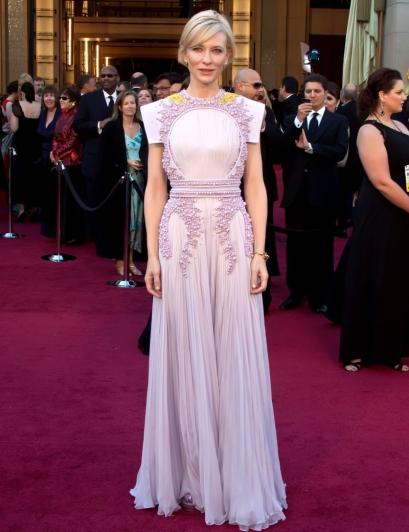 elblogdeanasuero_El estilo de Cate Blanchett_Givenchy Oscars lila