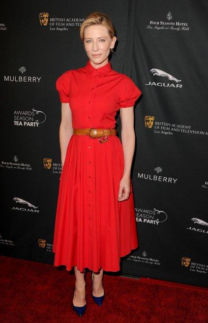 elblogdeanasuero_El estilo de Cate Blanchett_Michael Kors midi rojo con cinturón