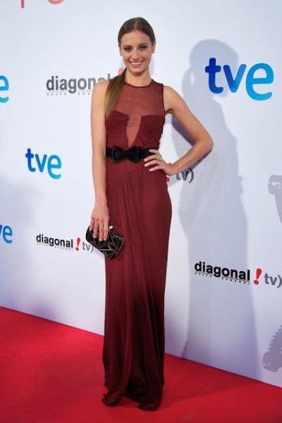 elblogdeanasuero_El estilo de Michele Jenner_Burberry Prorsum vestido largo burgundy con cinturón