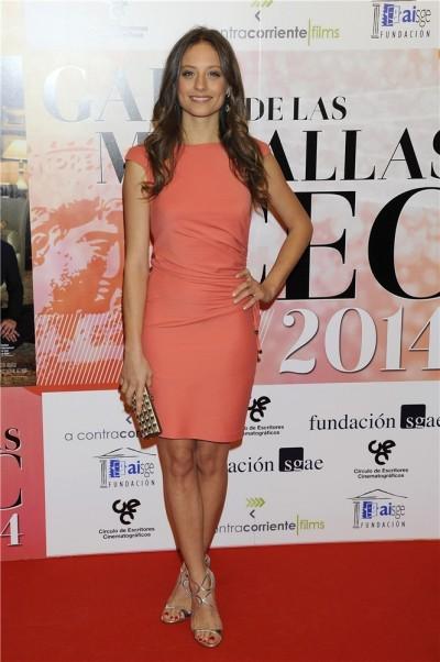 elblogdeanasuero_El estilo de Michele Jenner_Elisabetta Franchi vestido corto coral