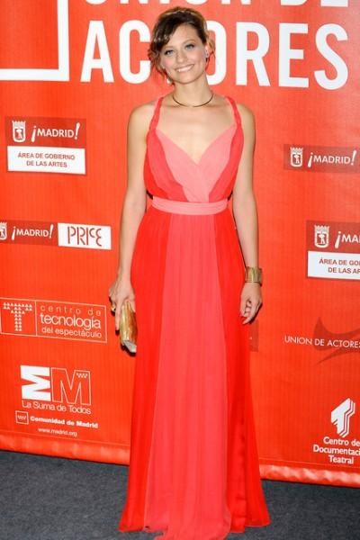 elblogdeanasuero_El estilo de Michele Jenner_Halston Heritage vestido griego bicolor