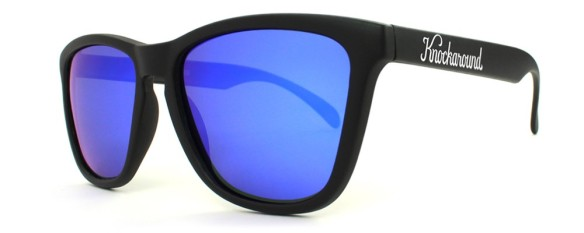 elblogdeanasuero_Gafas Knockaround_negras cristal azul