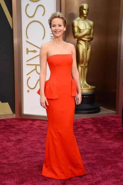 elblogdeanasuero_Oscars 2014_Jennifer Lawrence Dior rojo peplum