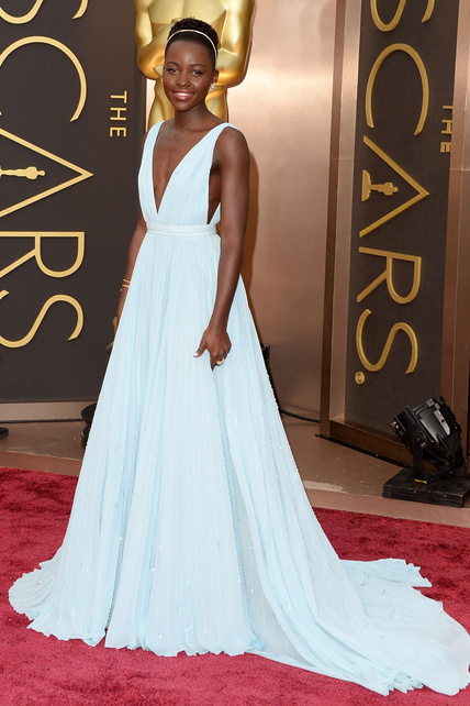 elblogdeanasuero_Oscars 2014_Prada Lupita Nyong´o griego azul claro