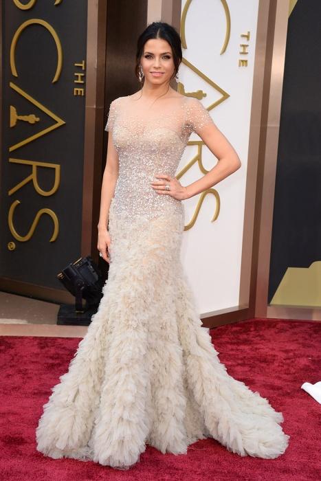 elblogdeanasuero_Oscars 2014_Reem Acra Jenna Tatum vestido joya plumas y pedrería