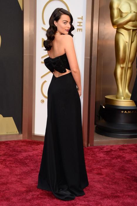 elblogdeanasuero_Oscars 2014_Saint Laurent Margot Robbie negro espalda lazo