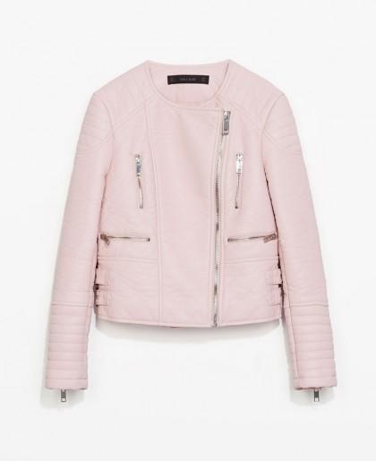 elblogdeanasuero_Color rosa claro_Zara cazadora efecto piel