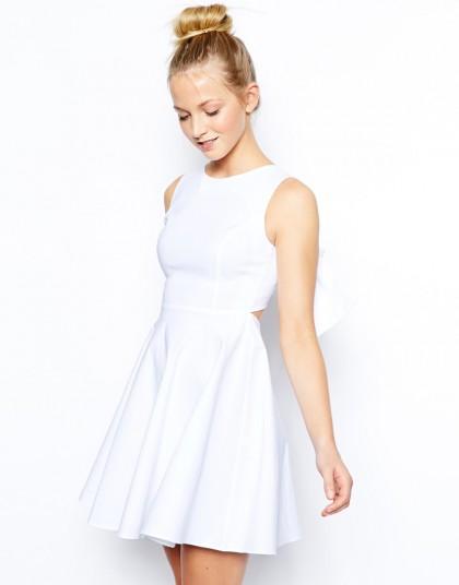 elblogdeanasuero_Little white dress_Asos Petite minivestido vuelo con lazo en la espalda