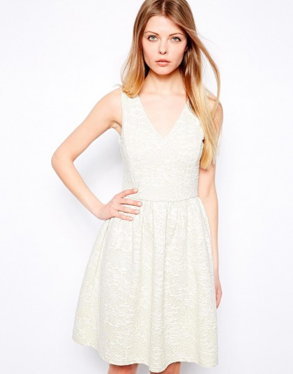 elblogdeanasuero_Little white dress_Asos vestido vuelo tejido de flores