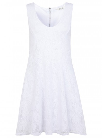 elblogdeanasuero_Little white dress_Miss Selfridge minivestido sin mangas tela bordada