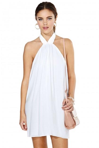 elblogdeanasuero_Little white dress_Nasty Gal minivestido atado al cuello espalda al aire