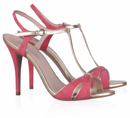elblogdeanasuero_Zapatos de fiesta_Pura López sandalias rojas con vivos metalizados