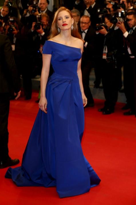 elblogdeanasuero_Festival de Cannes_Jessica Chastain Atelier Versace azul klein asimétrico