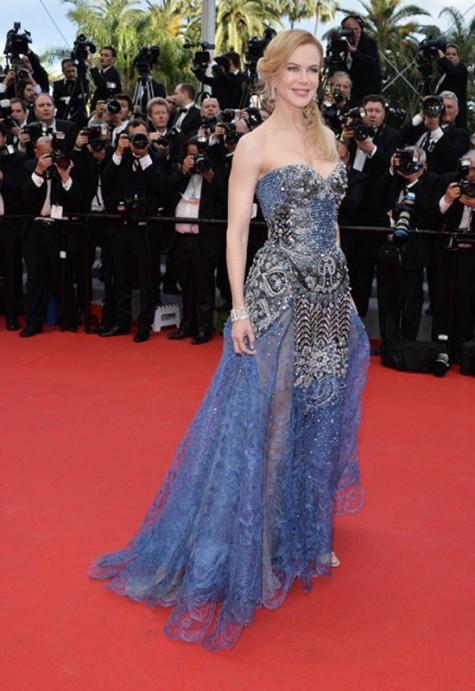 elblogdeanasuero_Festival de Cannes_Nicole Kidman Armani Prive joya azul