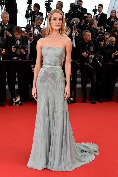 elblogdeanasuero_Festival de Cannes_Rosie Huntington Gucci gris perla plisado