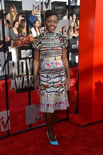 elblogdeanasuero_Lupita Nyongo_Chanel vestido corto multicolor