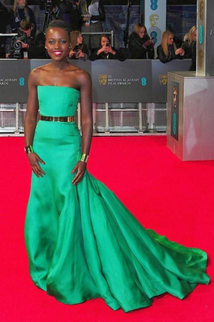 elblogdeanasuero_Lupita Nyongo_Dior vestido verde esmeralda