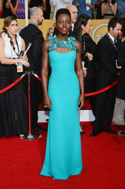 elblogdeanasuero_Lupita Nyongo_Gucci vestido azul turquesa