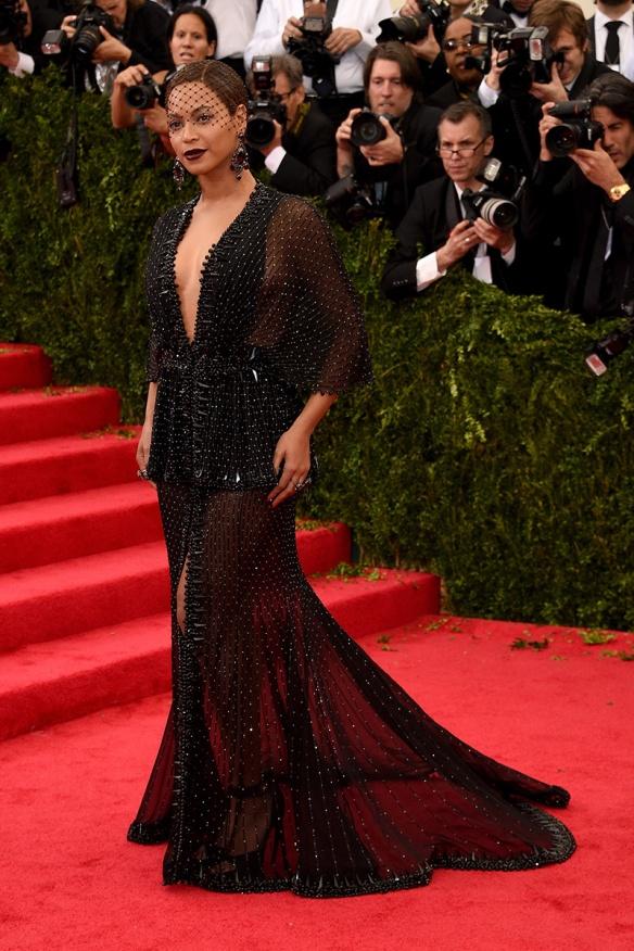elblogdeanasuero_Met Ball 2014_Beyoncé Givenchy transparencias negro