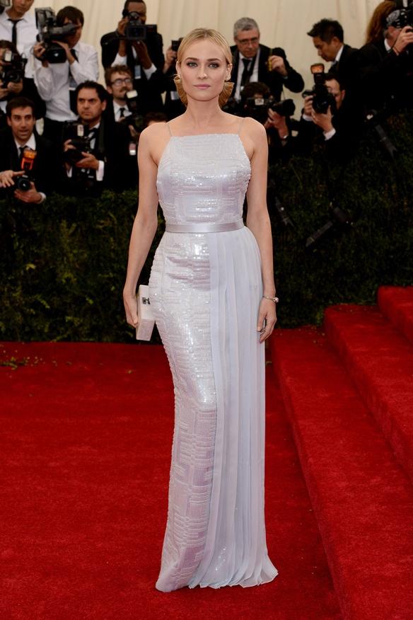 elblogdeanasuero_Met Ball 2014_Diane Kruger Hugo Boss blanco paillettes