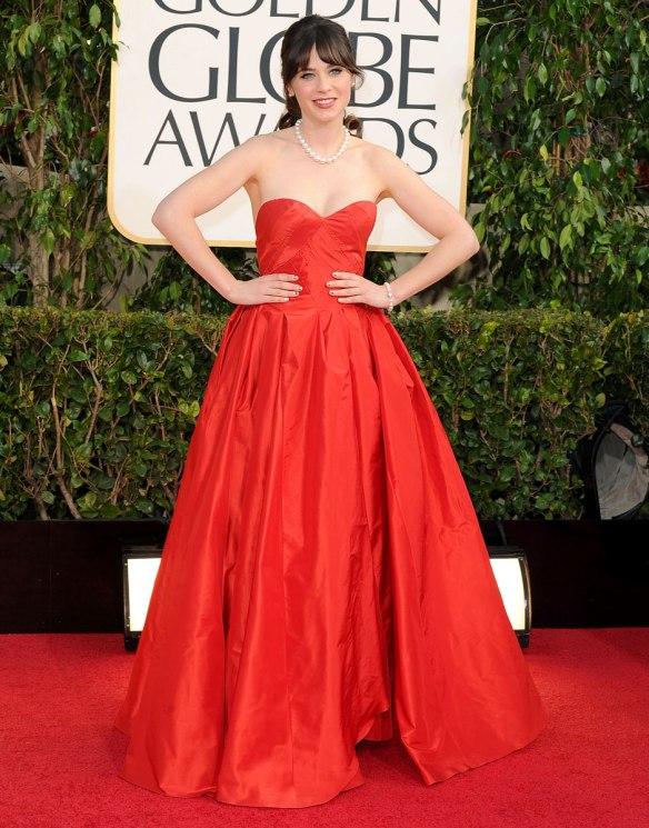 elblogdeanasuero_El estilo de Zooey Deschanel_Oscar de la Renta vestido largo rojo palabra de honor Globos de Oro 2013