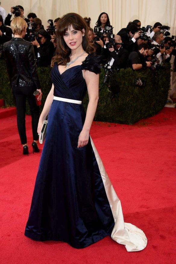 elblogdeanasuero_El estilo de Zooey Deschanel_Tommy Hilfiger vestido largo azul noche Gala Met 2014