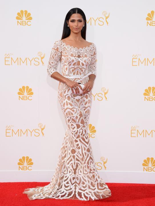 elblogdeanasuero_Alfombra roja de los Emmys 2014_Camila Alves Zuhair Murad transparencias blanco