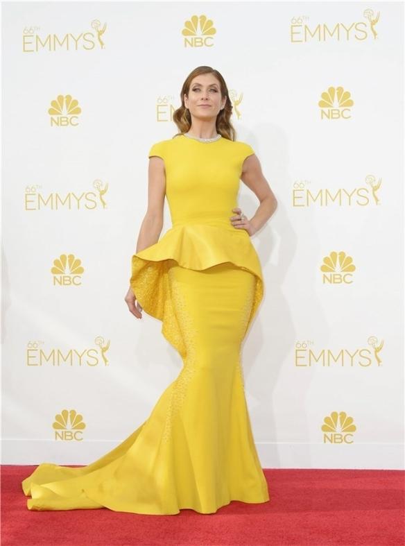 elblogdeanasuero_Alfombra roja de los Emmys 2014_Kate Walsh Stephane Rolland amarillo peplum