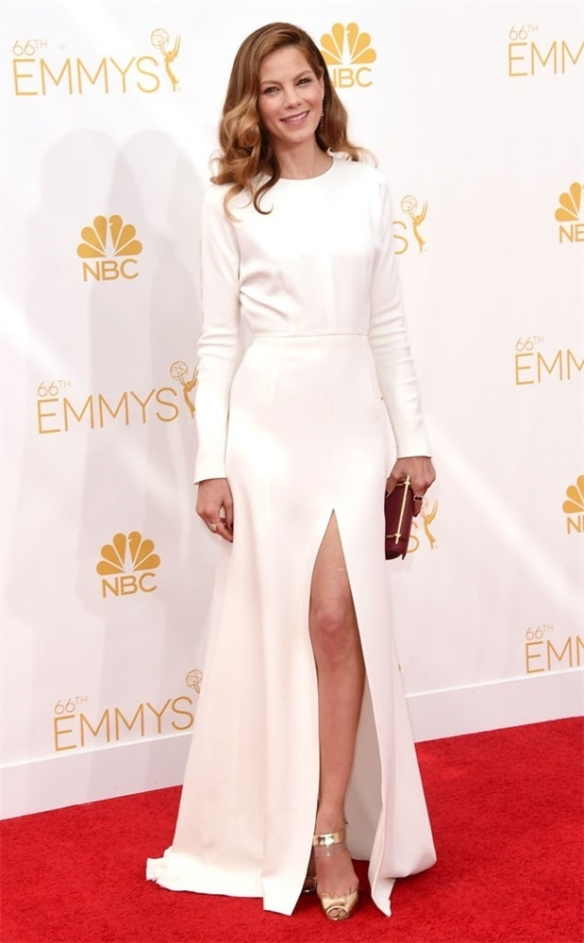 elblogdeanasuero_Alfombra roja de los Emmys 2014_Michelle Monaghan Giambattista Valli blanco minimalista