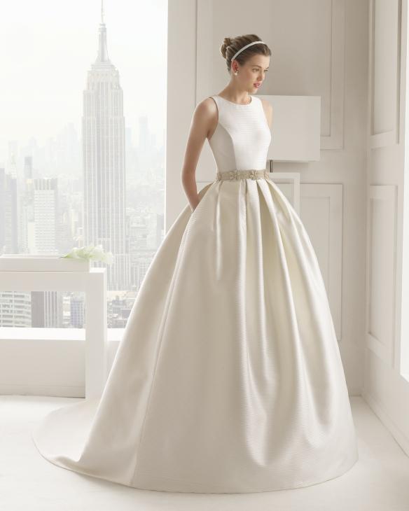 elblogdeanasuero_Vestidos de novia clásicos 2015_Rosa Clara mikado y espalda cruzada