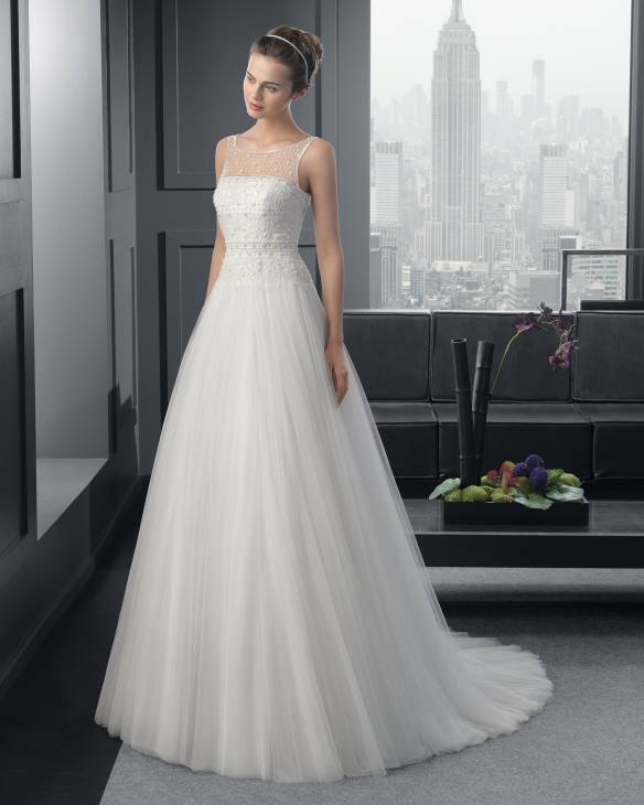 elblogdeanasuero_Vestidos de novia originales 2015_Rosa Clara vestido de tul con pedrería