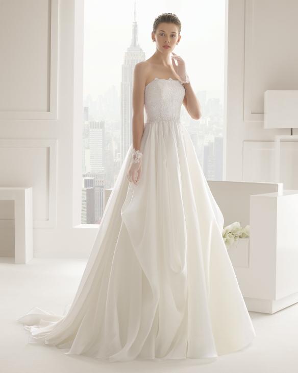 elblogdeanasuero_Vestidos de novia palabra de honor 2015_Rosa Clara cuerpo de pedrería y falda de organza