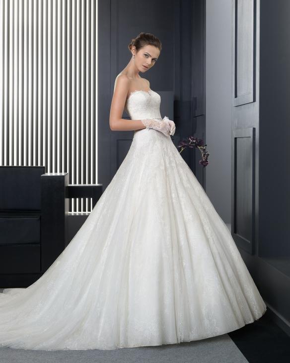 elblogdeanasuero_Vestidos de novia palabra de honor 2015_Rosa Clara vestido de tul y encaje