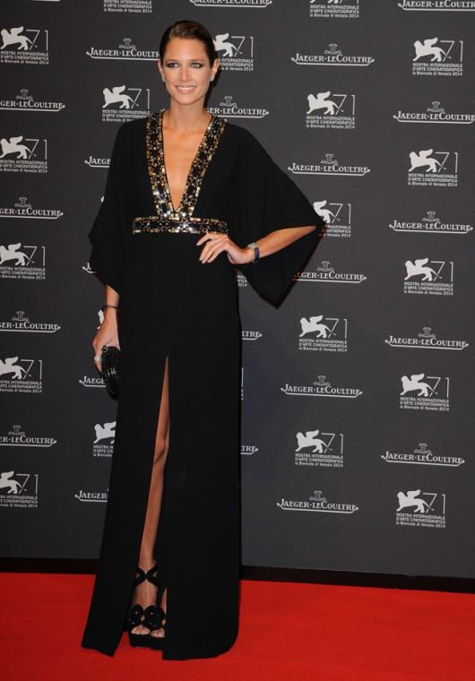 elblogdeanasuero_Alfombra roja del Festival de Venecia 2014_Helena Bordon vestido Gucci negro con pedrería