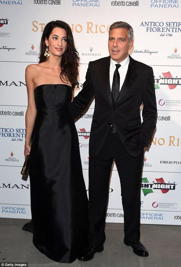elblogdeanasuero_El estilo de Amal Alamuddin_Dolce & Gabbana Vestido negro palabra de honor