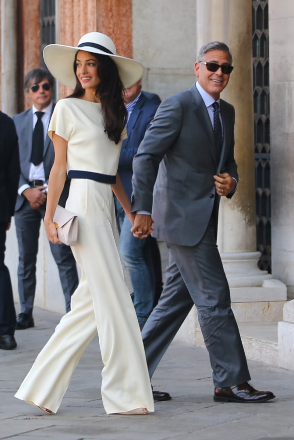 elblogdeanasuero_El estilo de Amal Alamuddin_Stella McCartney pantalón palazzo blanco