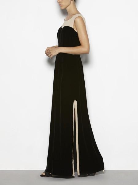 elblogdeanasuero_Invitadas boda otoño-invierno 2014-2015_Hoss vestido largo terciopelo negro y plumeti