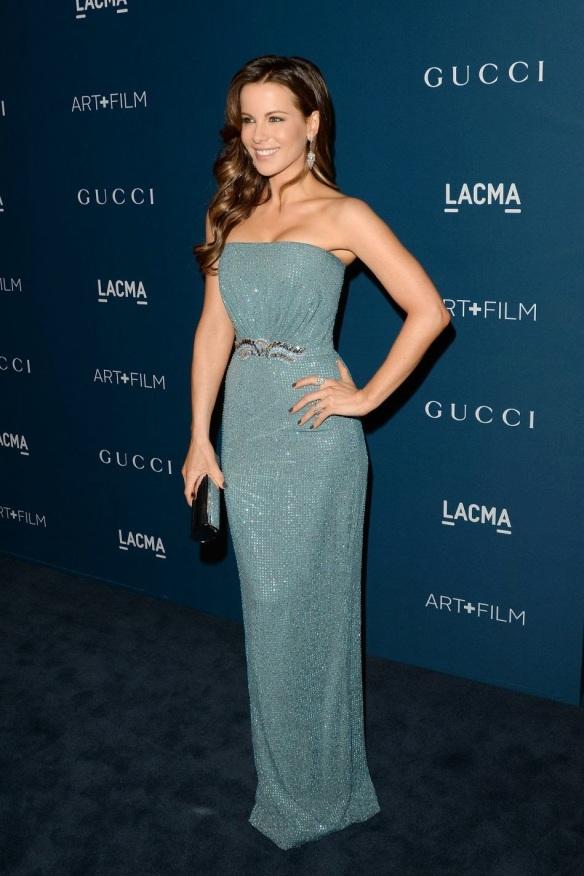 elblogdeanasuero_El estilo de Kate Beckinsale_Gucci Vestido azul palabra de honor