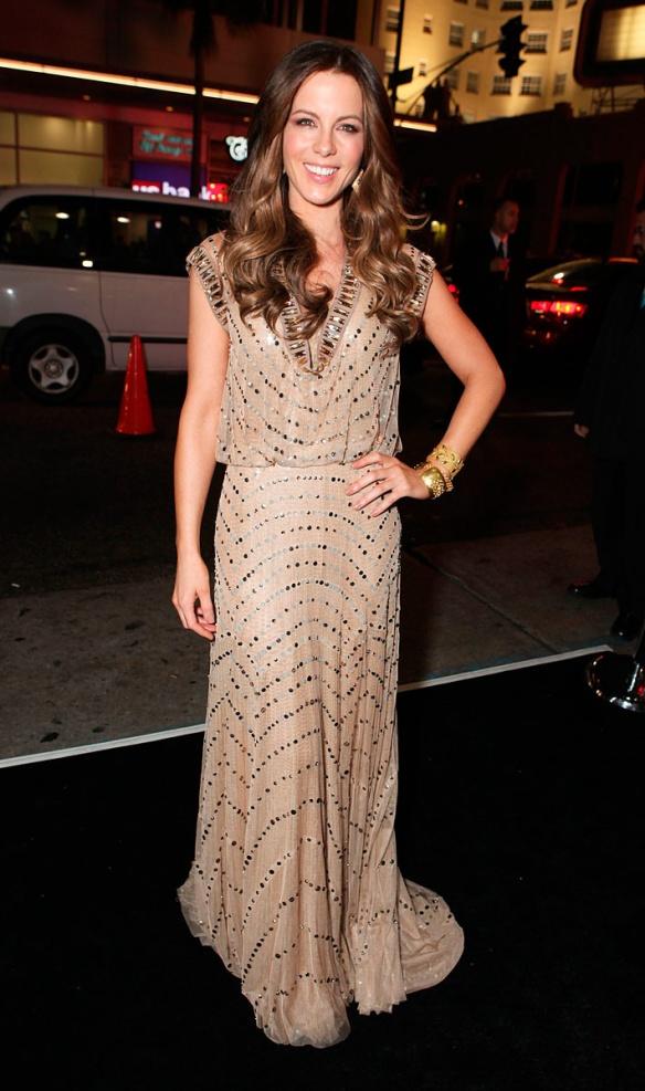 elblogdeanasuero_El estilo de Kate Beckinsale_Jenny Packham Vestido paillettes túnica