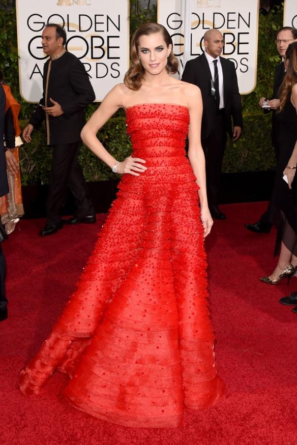 elblogdeanasuero_Globos de Oro 2015_Allison Williams Armani vestido rojo palabra de honor