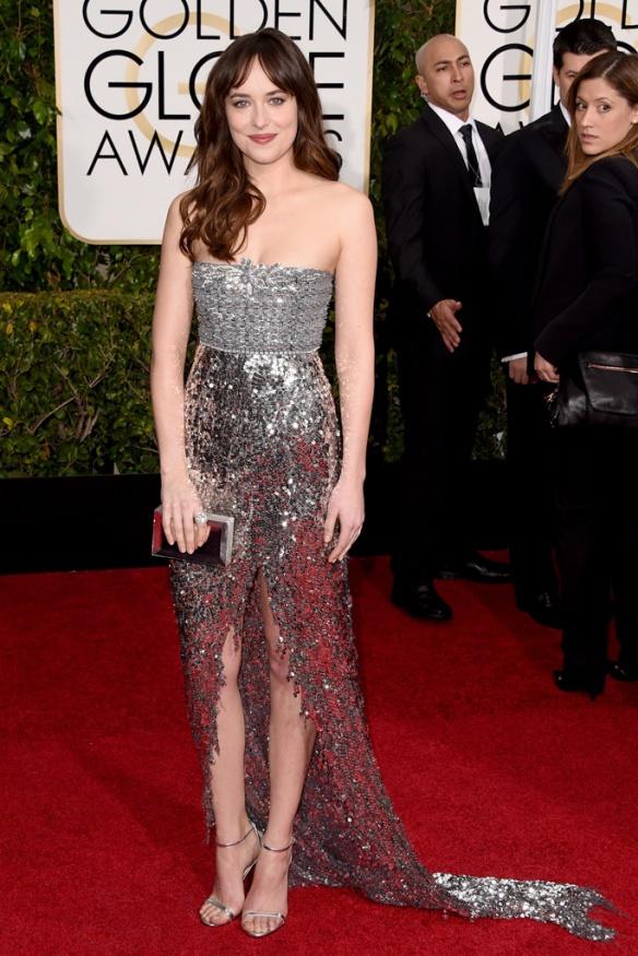 elblogdeanasuero_Globos de Oro 2015_Dakota Johnson Chanel metalizado con cola