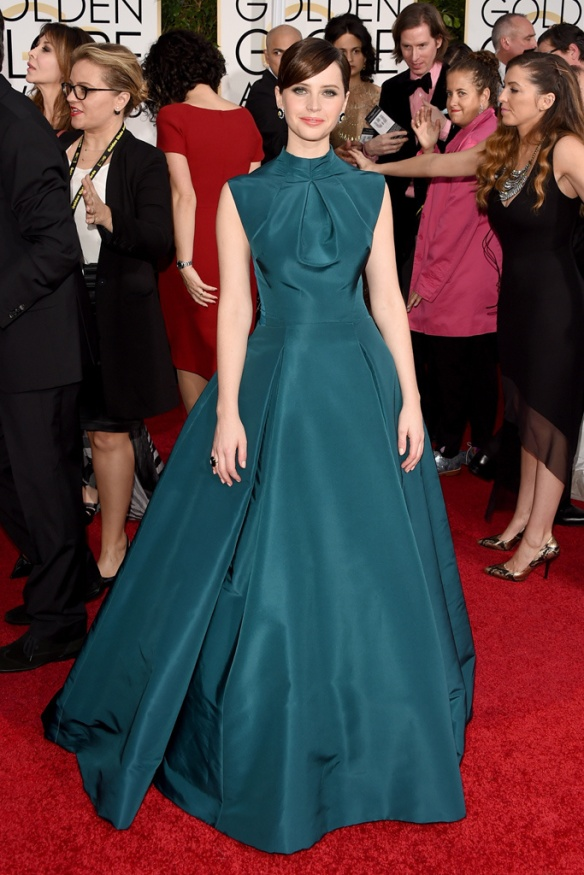 elblogdeanasuero_Globos de Oro 2015_Felicity Jones Dior vestido baile verde botella